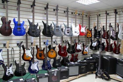 Магазин музыкальных инструментов Динамик. Продажа музыкальных инструментов, звукового, светового оборудования.